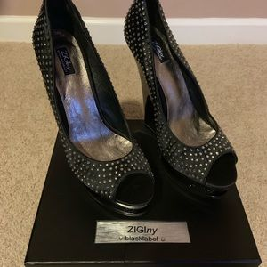 Never been worn women's ZIGI black label shoe.